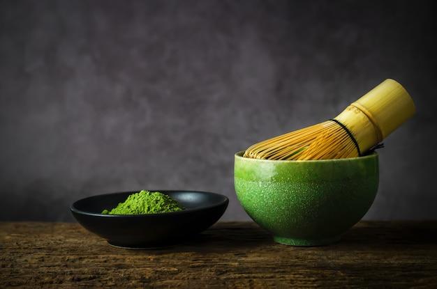 Thé Vert Japonais Matcha Avec Fouet En Bambou Photo Premium
