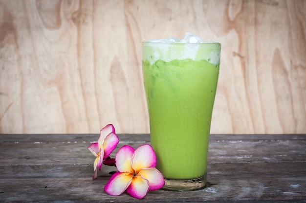 Thé vert sur la table Photo Premium