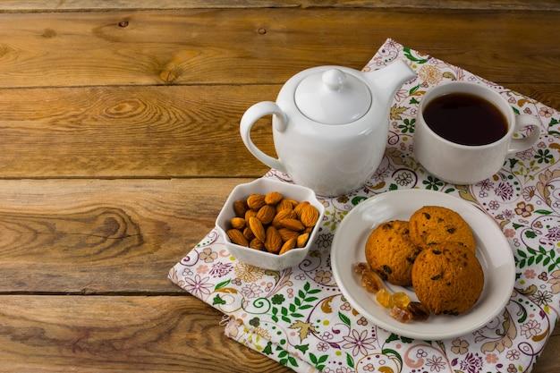Théière et biscuits maison Photo Premium