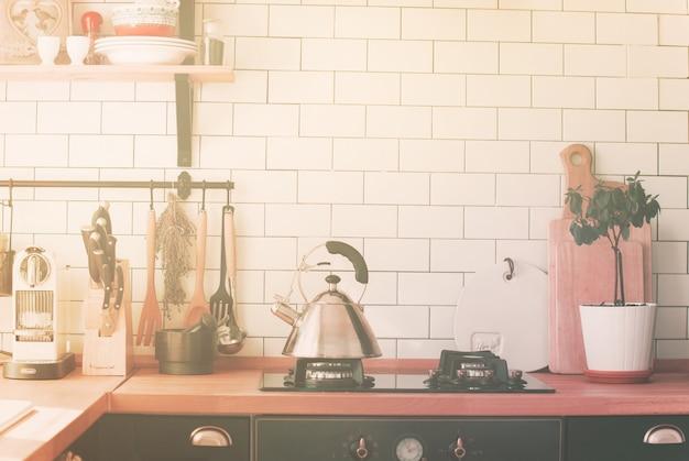 Théière cuisinière à poser sur le dessus de la table Photo Premium