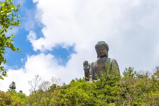 Tian tan buddha, big budda, l'énorme tian tan buddha au monastère de po lin à hong kong Photo Premium