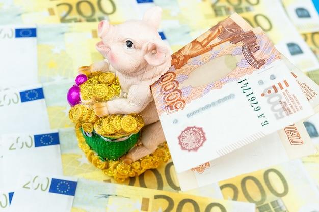 Tirelire avec de l'argent. Photo Premium