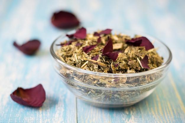 Tisane aux pétales de rose Photo Premium