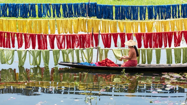 Tissus de lotus colorés fabriqués à la main à partir de fibres de lotus à inle lake, état de shan au myanmar. Photo Premium