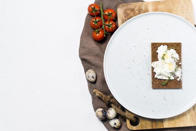 Toast oeuf de caille. Photo Premium
