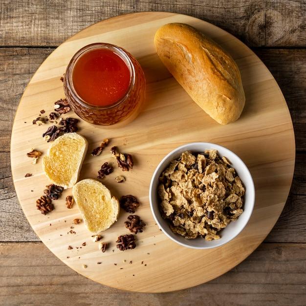 Toasts Au Miel Avec Noix Et Céréales Photo gratuit