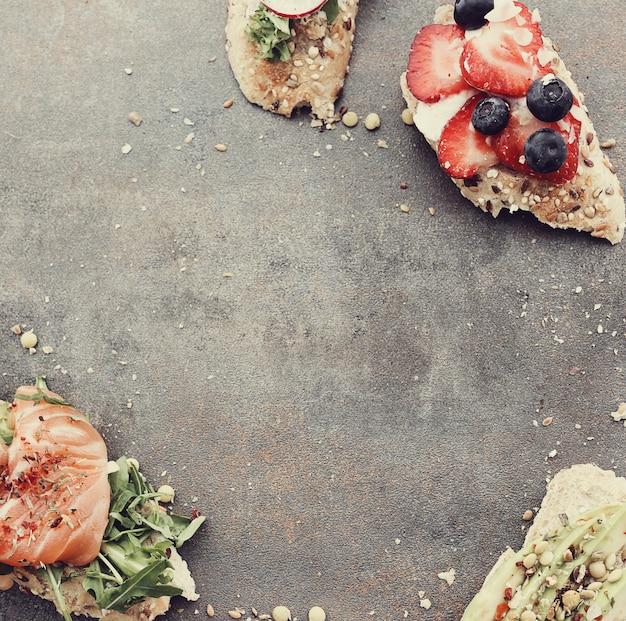 Toasts Avec Différents Ingrédients Pour La Fête Photo gratuit