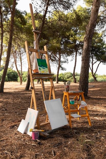Toile Avec Peinture Et Pinceaux Pour Peintre Photo gratuit