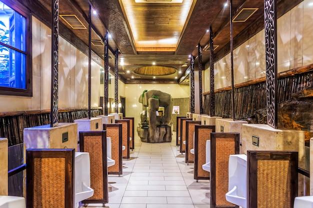 Toilette Avec Un Style De Décoration Classique Photo Premium