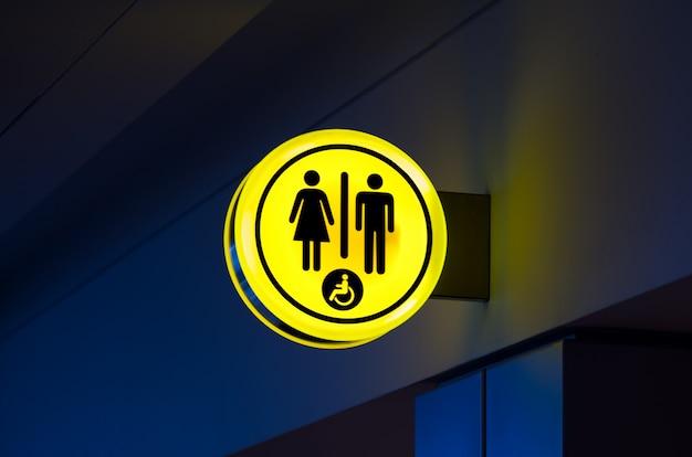 Toilettes, icône wc pour femme, hommes. signes féminins et masculins aux toilettes publiques Photo Premium