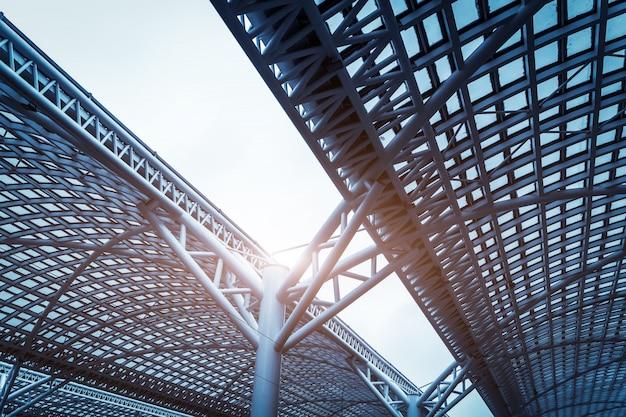 Toit en acier d'architecture moderne Photo Premium