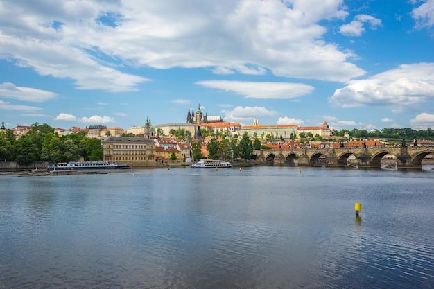Toits de la vieille ville de prague en république tchèque Photo Premium