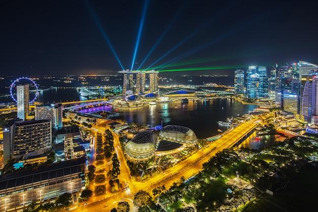 Toits de la ville de singapour dans la nuit Photo Premium
