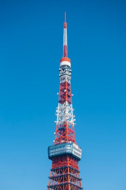 Tokyo tower avec ciel bleu Photo Premium