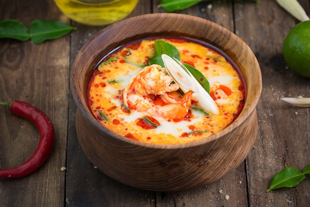 Tom Yam Goong Nourriture Thai Photo Premium