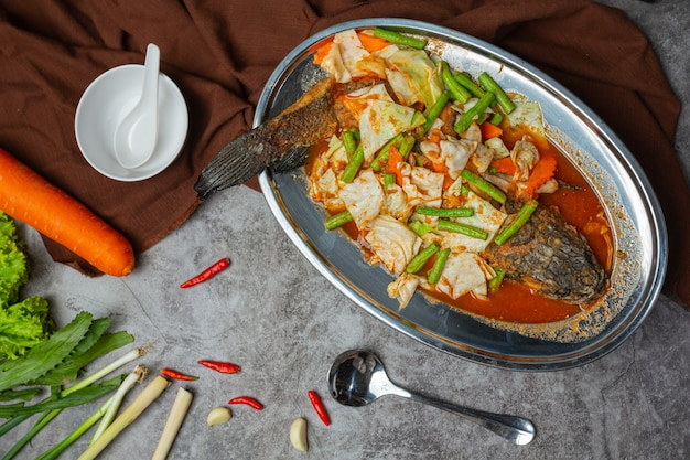Tom Yum Snakehead Fish Hot Pot Thai Food. Photo gratuit