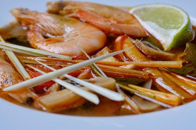 Tom Yum Thai Soupe Ingrédient Crevettes Galanga Citronnelle Photo Premium