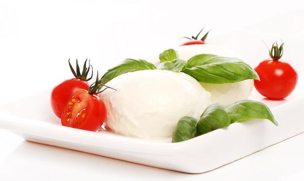 Tomates, Basilic Et Mozzarella Photo gratuit