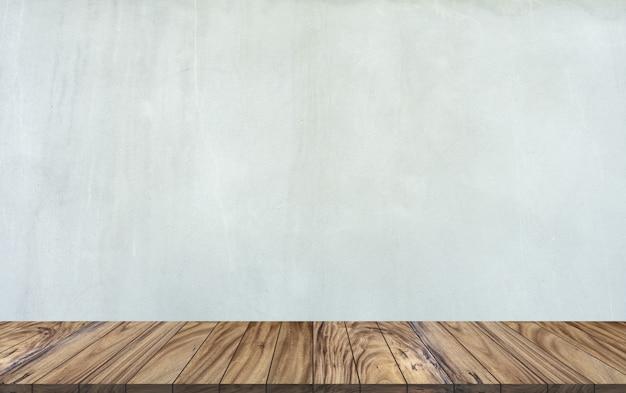 Top perspective de table en bois sur fond de mur de ciment gris. Photo Premium