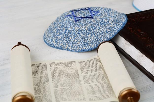 Torah Avec Kippa Tricotée Photo Premium