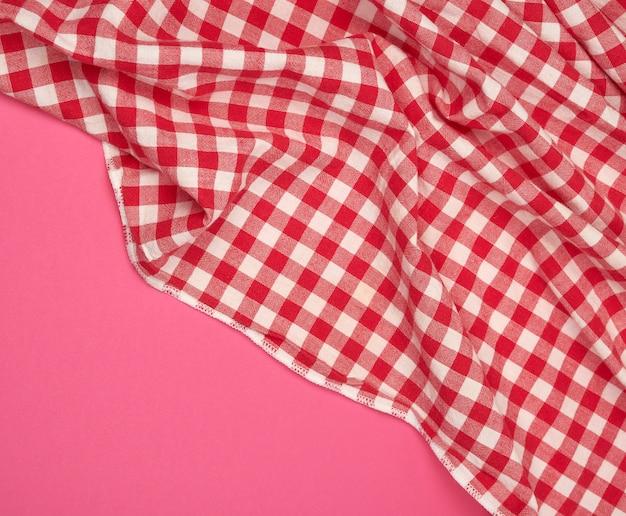 Torchon blanc à carreaux rouges Photo Premium
