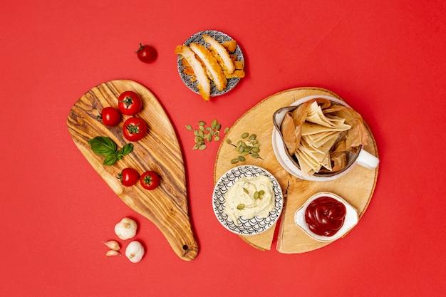 Tortilla maison avec trempettes et poulet frit Photo gratuit