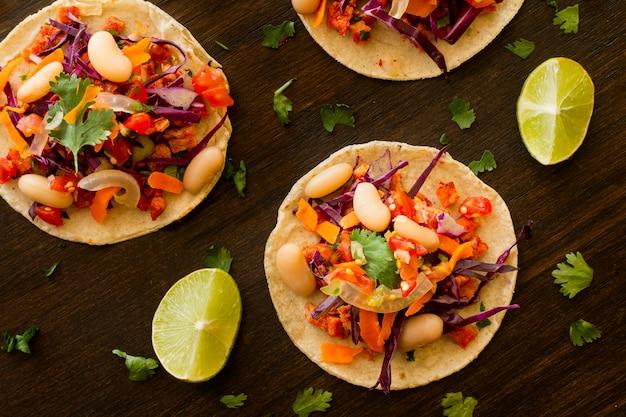 Tortilla à Plat Avec Légumes Et Viande Photo gratuit