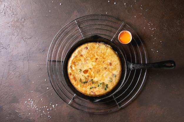 Tortilla de pommes de terre aux lardons Photo Premium