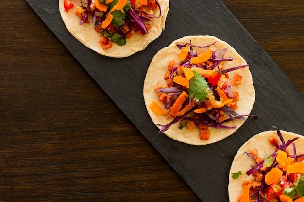Tortilla Vue De Dessus Avec Légumes Et Viande Photo gratuit