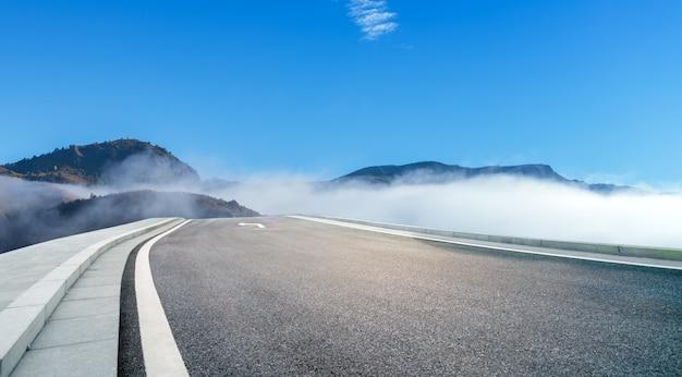 Tôt Le Matin Dans Les Montagnes Photo Premium
