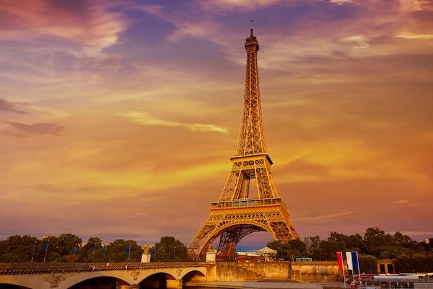 Tour Eiffel Au Coucher Du Soleil Paris France Photo Premium