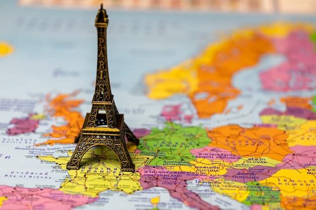 Thailande Carte Langues.Tour Eiffel Sur Carte Pour Un Voyage Conceptuel Cartes En Langue