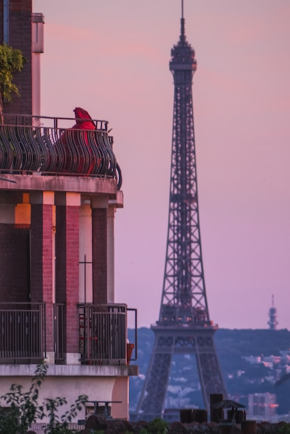 Tour Eiffel, Paris France Pendant Le Coucher Du Soleil Photo gratuit