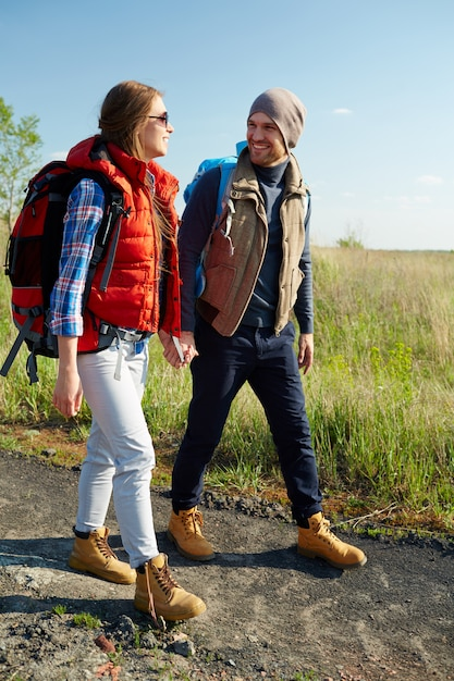Touristes en randonnée Photo gratuit