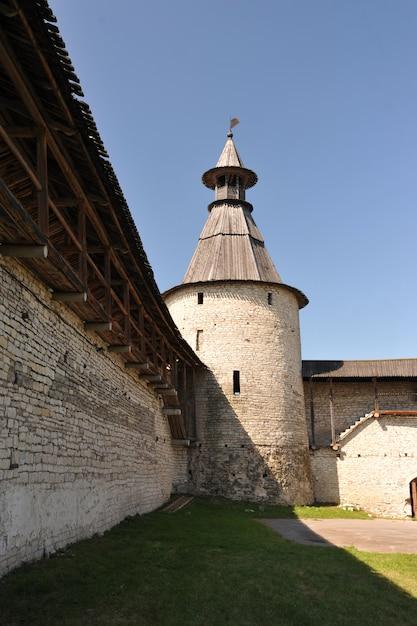 Tours de l'ancien kremlin à pskov, russie Photo Premium