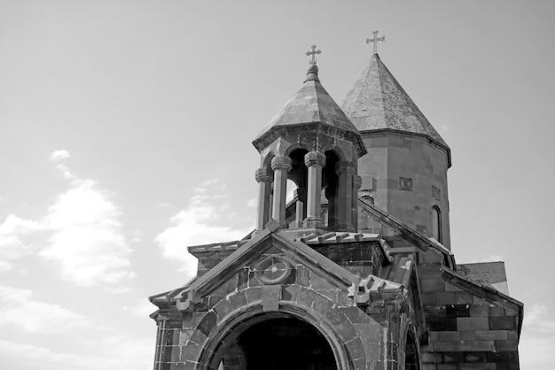 Tours Jumelles D'une église Orthodoxe Contre Le Ciel Photo Premium