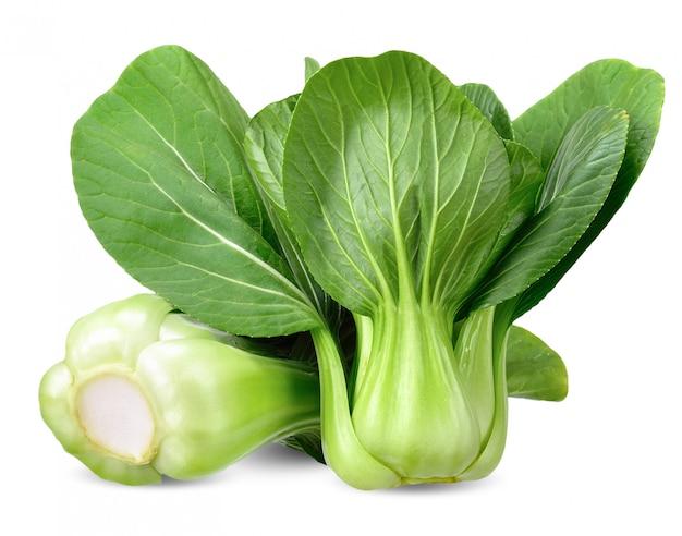 Tracé de détourage isolé de légumes bok choy Photo Premium