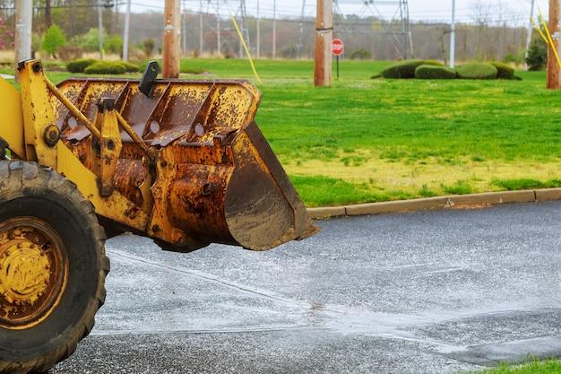 Le tracteur ou bulldozer sur chantier Photo Premium