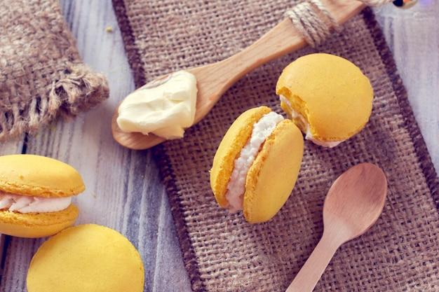La tradition française - des macarons colorés Photo Premium