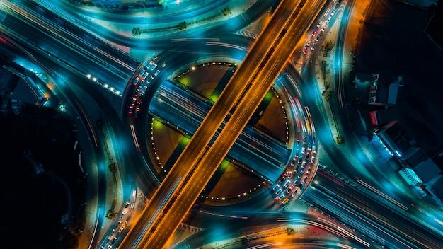 Le trafic routier est une infrastructure importante en thaïlande Photo Premium