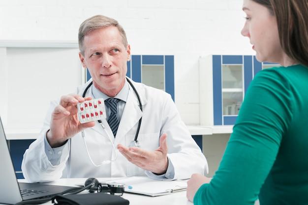 Traitement médical avec des pilules Photo gratuit