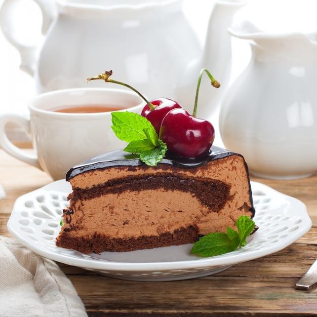 Tranche de délicieux gâteau au chocolat Photo Premium