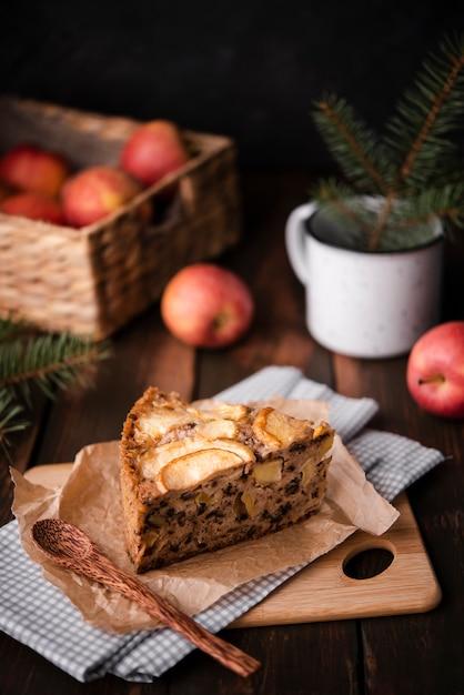 Tranche De Gâteau Aux Pommes Et Au Pin Photo gratuit