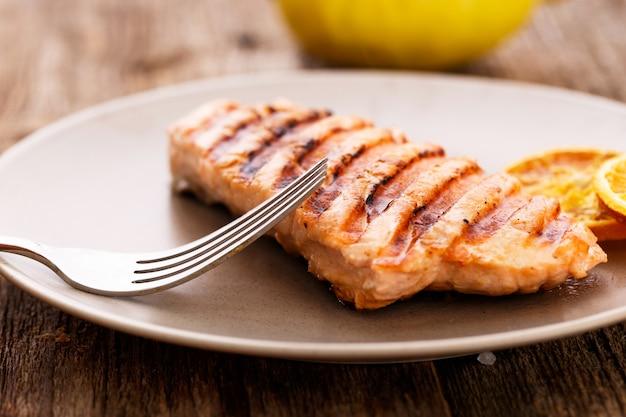 Tranche De Saumon Grillé Photo gratuit