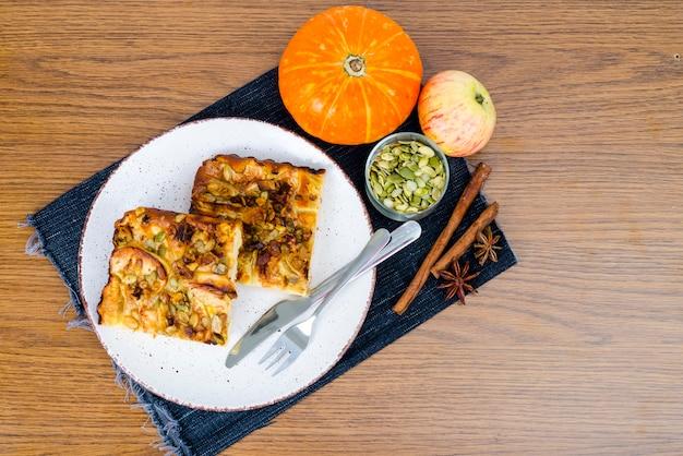 Tranche De Tarte Sucrée Maison Avec Gros Plan Pomme Et Citrouille Photo Premium