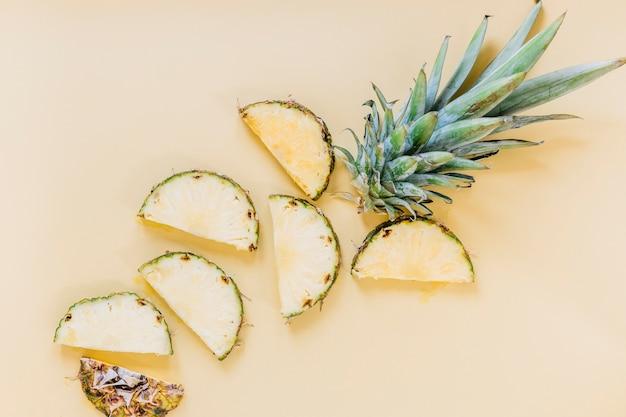 Tranches d'ananas frais Photo gratuit