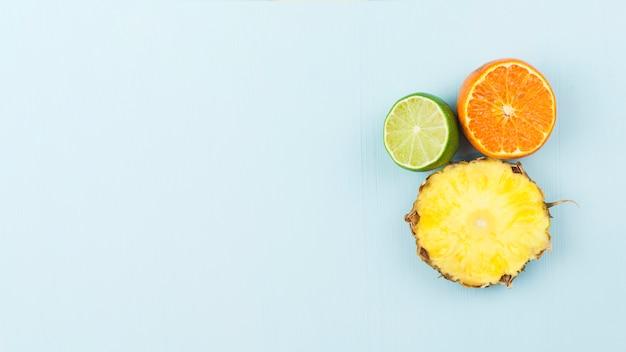 Tranches de fruits exotiques frais Photo gratuit