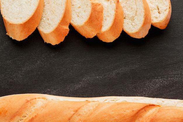 Tranches de pain et baguette Photo gratuit
