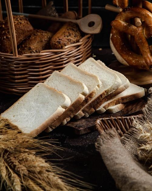 Tranches de pain blanc Photo gratuit