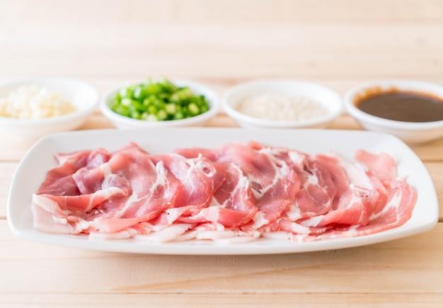 Tranches de porc fraîches Photo gratuit